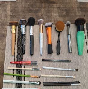 Makeup Brush Bundle - 18 items!!!!